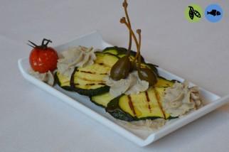 Zucchine grigliate con salsa di sgombro