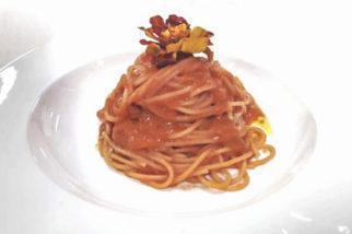 """Spaghetti di semola di grano duro """"Matt bio"""" con salsa rossa della """"cascina delle rose"""""""